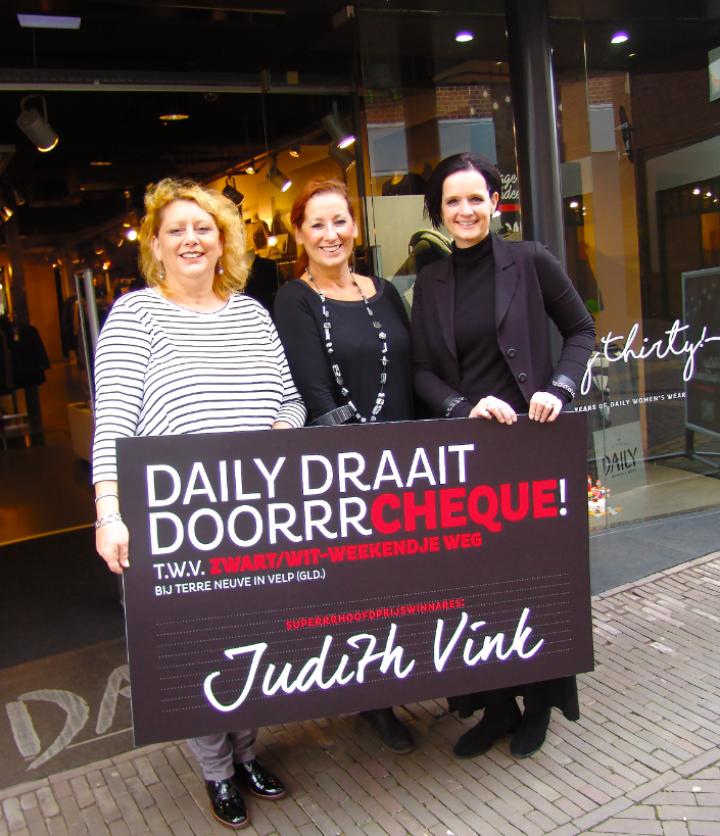 PERSBERICHT Judith Vink gelukkige winnares Daily Draait Doorrr-actie